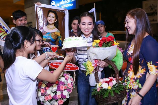 Fan nồng nhiệt đón Mạnh Quỳnh, Hương Thủy về nước làm liveshow - ảnh 6