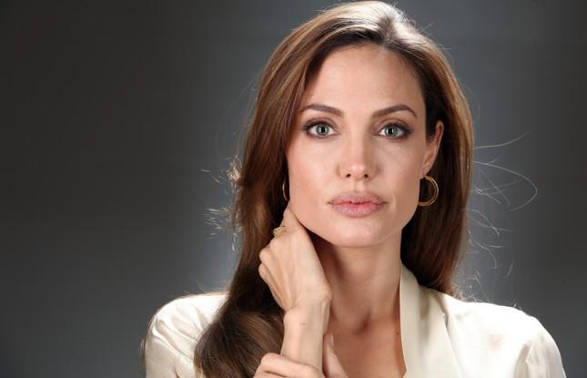 Angelina Jolie nguy kịch nhập viện, chỉ còn 35kg? - ảnh 1
