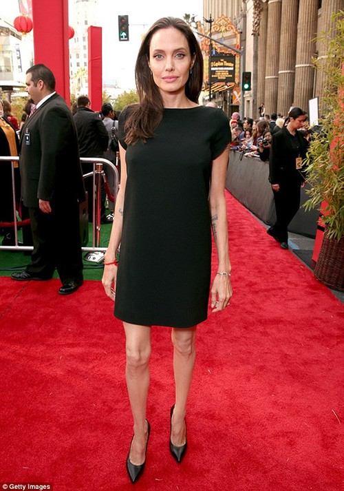 Angelina Jolie nguy kịch nhập viện, chỉ còn 35kg? - ảnh 2