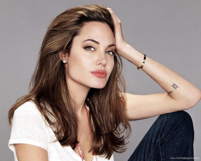 Angelina Jolie nguy kịch nhập viện, chỉ còn 35kg? - ảnh 4