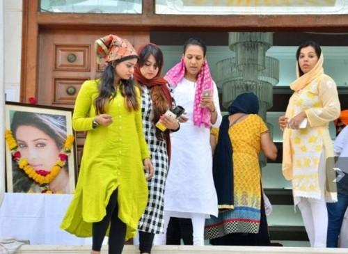 Lễ tưởng niệm trong nước mắt của 'Cô dâu 8 tuổi' Pratyusha - ảnh 3