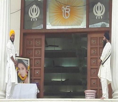 Lễ tưởng niệm trong nước mắt của 'Cô dâu 8 tuổi' Pratyusha - ảnh 4