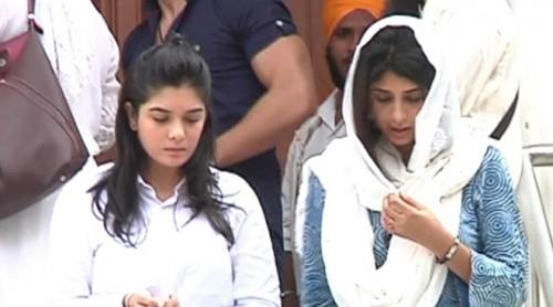 Lễ tưởng niệm trong nước mắt của 'Cô dâu 8 tuổi' Pratyusha - ảnh 12