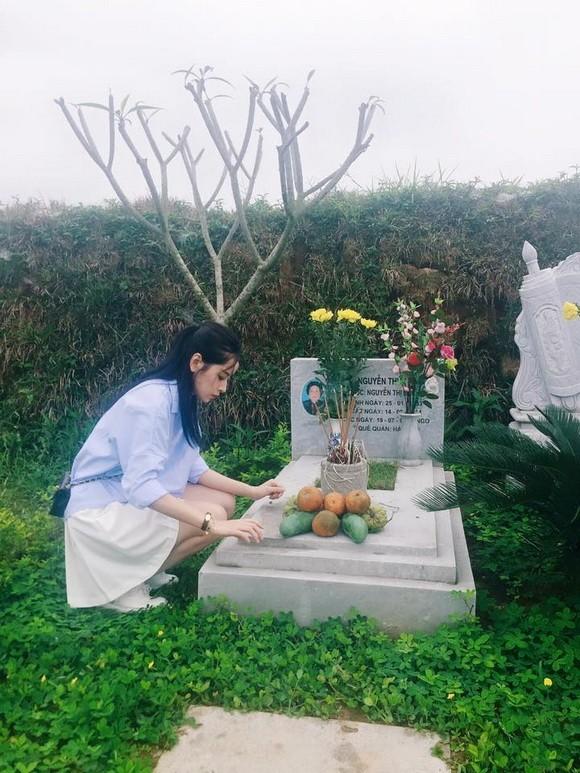 Chi Pu tới viếng mộ Trần Lập và Thanh Tùng tại Phú Thọ - ảnh 2