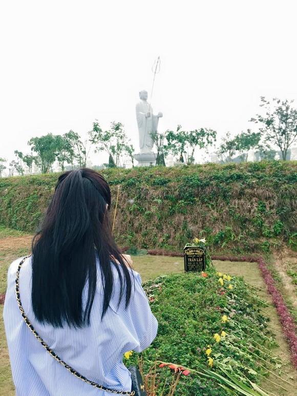 Chi Pu tới viếng mộ Trần Lập và Thanh Tùng tại Phú Thọ - ảnh 3