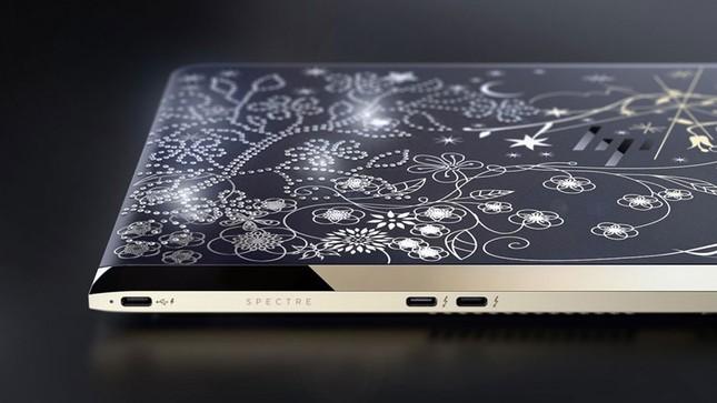 Ngắm 'tuyệt tác' laptop siêu mỏng dát vàng 14K của HP - ảnh 6