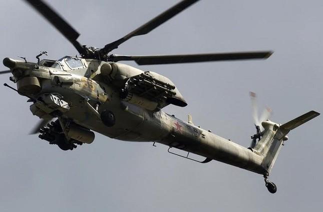 Video: 'Thợ săn đêm' Mi-28 phá hủy xe thiết giáp của IS - ảnh 1