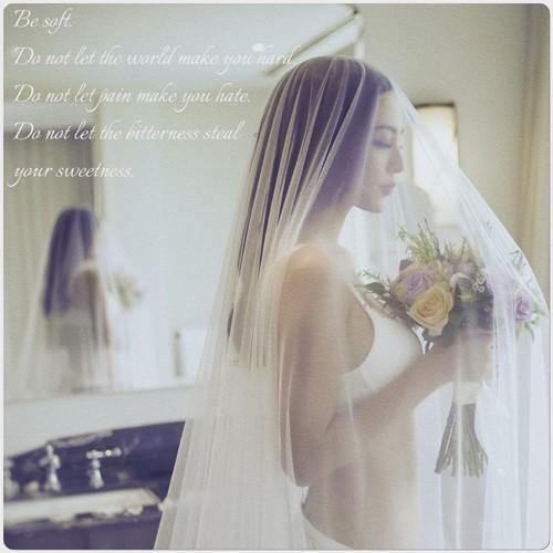 Siêu mẫu Ngọc Thúy tung ảnh cưới nội y nóng bỏng lên xe hoa lần 2 - ảnh 8