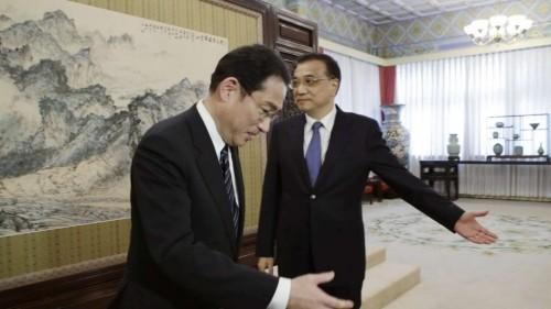 Vì sao Trung Quốc trải thảm đỏ đón tiếp Ngoại trưởng Nhật Bản? - ảnh 1