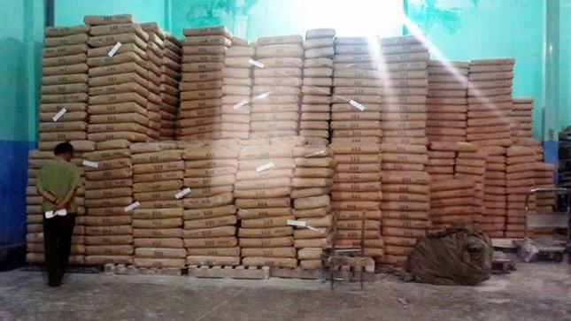 Phát hiện gần 150 tấn bột mì hết hạn sử dụng tại TP.HCM - ảnh 1