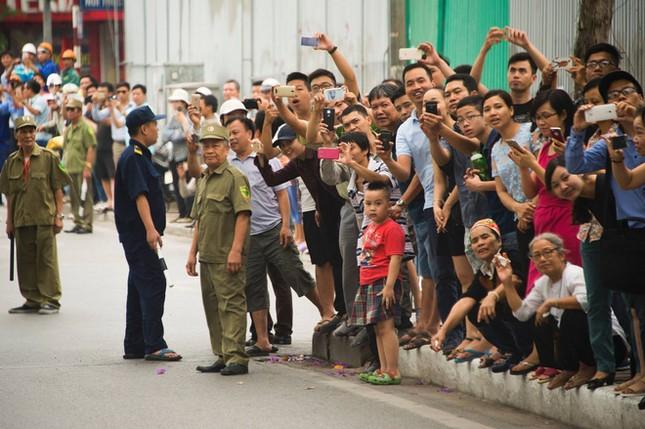 Ngày đầu bận rộn của ông Obama tại Việt Nam - ảnh 2