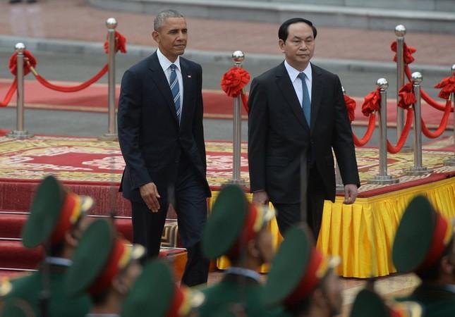 Ngày đầu bận rộn của ông Obama tại Việt Nam - ảnh 4