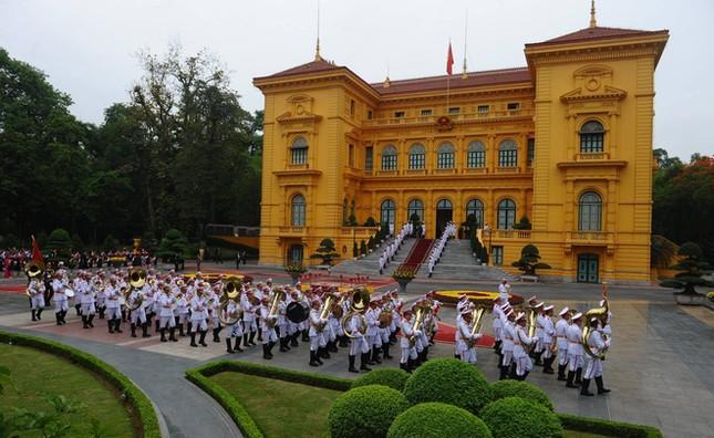 Ngày đầu bận rộn của ông Obama tại Việt Nam - ảnh 5