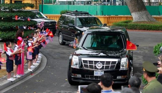 Ngày đầu bận rộn của ông Obama tại Việt Nam - ảnh 3