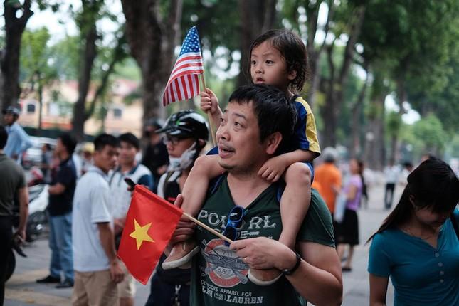 Ngày đầu bận rộn của ông Obama tại Việt Nam - ảnh 11