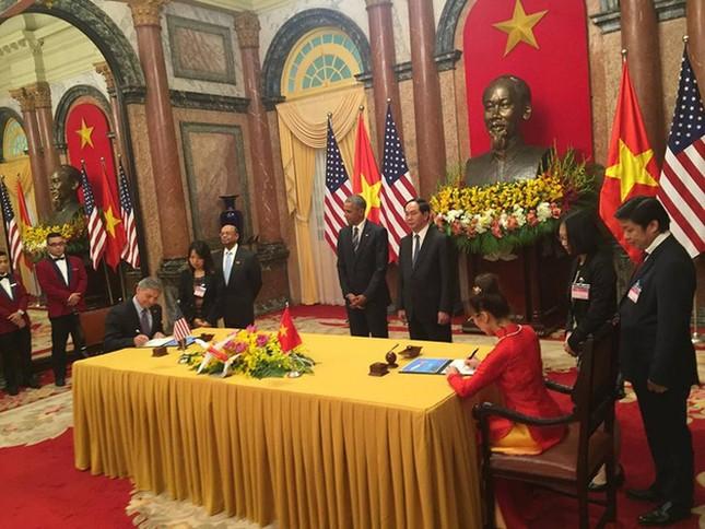 Ngày đầu bận rộn của ông Obama tại Việt Nam - ảnh 8