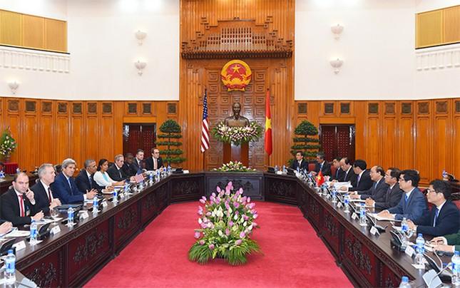 Ngày đầu bận rộn của ông Obama tại Việt Nam - ảnh 12