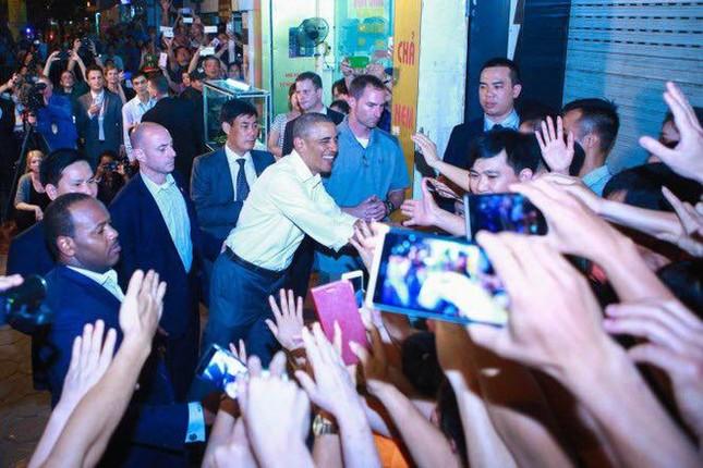 Ngày đầu bận rộn của ông Obama tại Việt Nam - ảnh 15