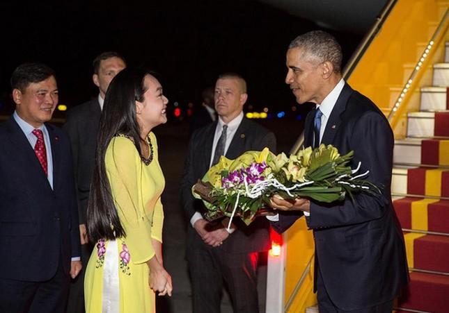 Ngày đầu bận rộn của ông Obama tại Việt Nam - ảnh 1