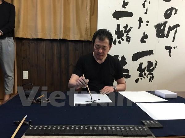 Khám phá quy trình làm mực viết thư pháp 1.200 năm tuổi ở Nhật - ảnh 1