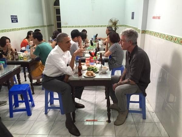 Vì sao thực khách ăn bún chả không nhìn ông Obama? - ảnh 1