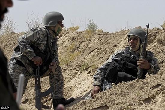 Chiến binh IS bị cắt lưỡi vì chạy khỏi trận địa - ảnh 1