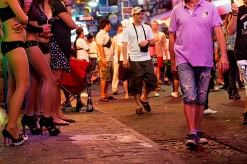 Nỗi lòng phận gái 'bán hoa' trên phố đèn đỏ Bangkok - ảnh 4