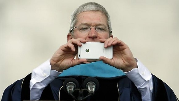 CEO Apple: 'Bạn sẽ không thể sống mà thiếu iPhone 7' - ảnh 1