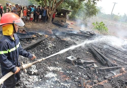 Đắk Lắk: Liều mình lao vào căn nhà gỗ đang cháy cứu 4 cháu nhỏ - ảnh 1