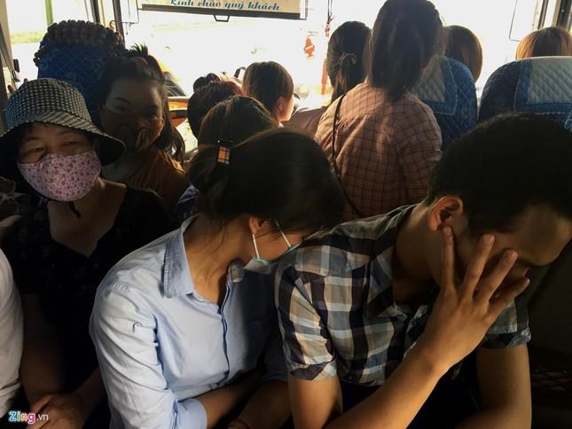 Nhồi nhét 93 hành khách trên xe 29 chỗ ngồi - ảnh 6