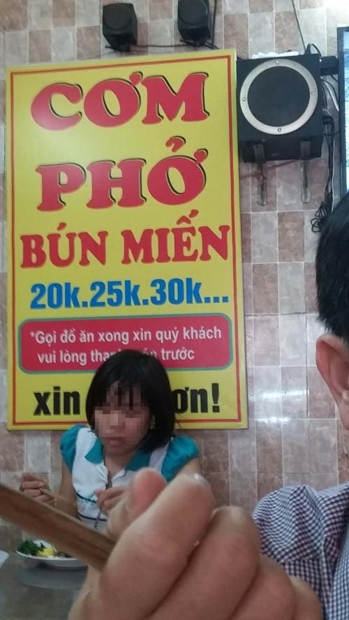 Có một quán cơm giá 'cắt cổ' cạnh bệnh viện lớn ở Hà Nội? - ảnh 1