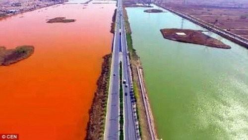 Hoảng hốt với những dòng sông bất ngờ hóa đỏ - ảnh 2