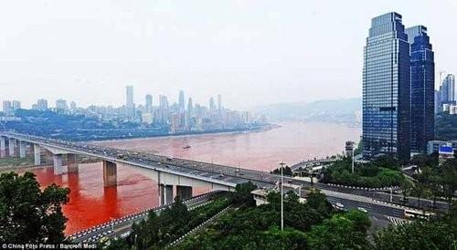 Hoảng hốt với những dòng sông bất ngờ hóa đỏ - ảnh 5