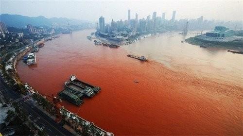 Hoảng hốt với những dòng sông bất ngờ hóa đỏ - ảnh 6