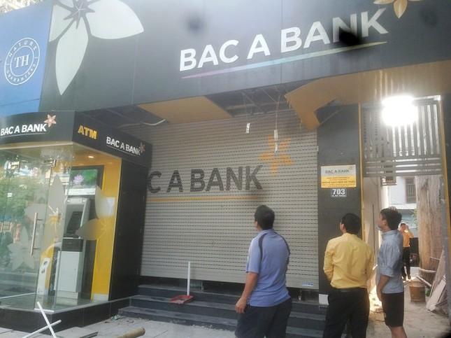 Bảo vệ ngân hàng Bắc Á bị cửa cuốn kẹp chết - ảnh 1