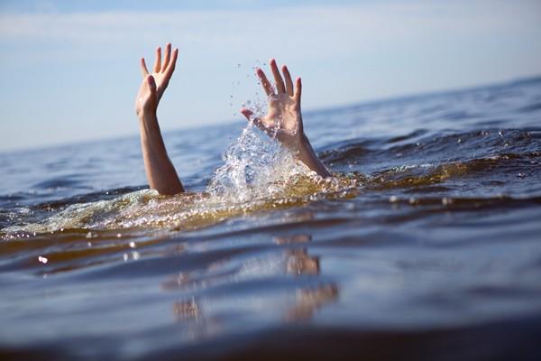 Gặp dòng nước xoáy, 4 nữ sinh tử nạn - ảnh 1