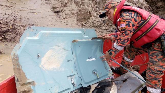 Tìm ra thi thể phụ nữ ở hiện trường vụ mất tích máy bay Malaysia - ảnh 1