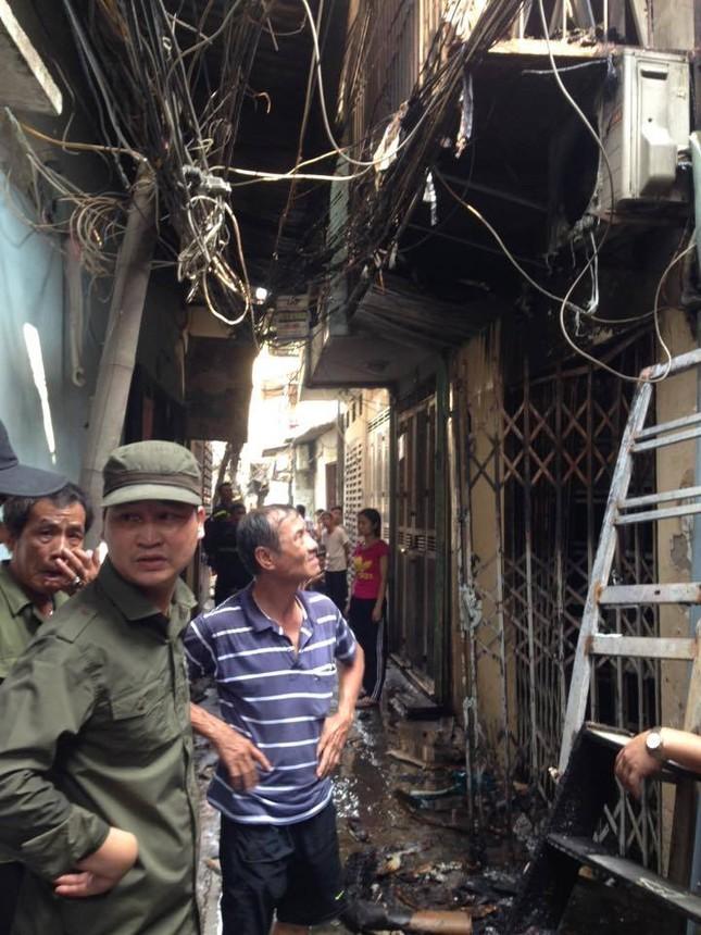 Hà Nội: Cháy lớn thiêu rụi cả ngôi nhà, 1 người đàn ông nguy kịch - ảnh 3