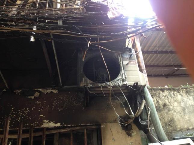 Hà Nội: Cháy lớn thiêu rụi cả ngôi nhà, 1 người đàn ông nguy kịch - ảnh 4