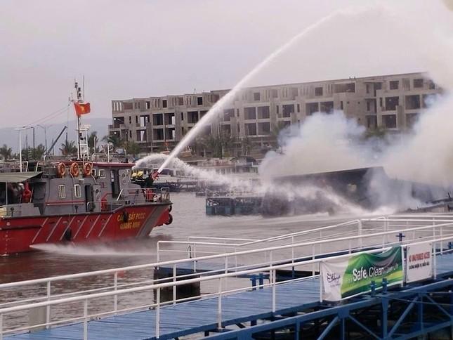 Quảng Ninh: Cháy tàu du lịch, du khách chen nhau nhảy xuống biển - ảnh 2