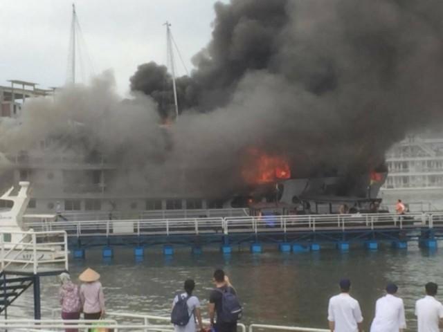 Giây phút kinh hoàng cháy tàu Hạ Long  qua lời kể của hành khách - ảnh 1