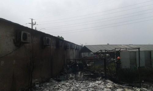 Hà Nội: Hỏa hoạn tại công ty Điện lực, khói đen bao trùm - ảnh 11