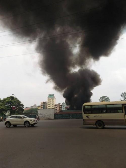 Hà Nội: Hỏa hoạn tại công ty Điện lực, khói đen bao trùm - ảnh 2