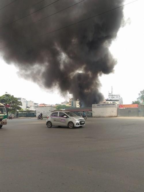 Hà Nội: Hỏa hoạn tại công ty Điện lực, khói đen bao trùm - ảnh 3