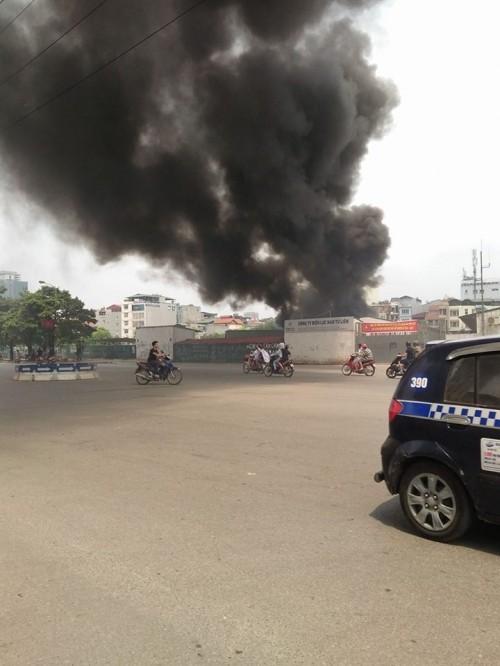 Hà Nội: Hỏa hoạn tại công ty Điện lực, khói đen bao trùm - ảnh 4