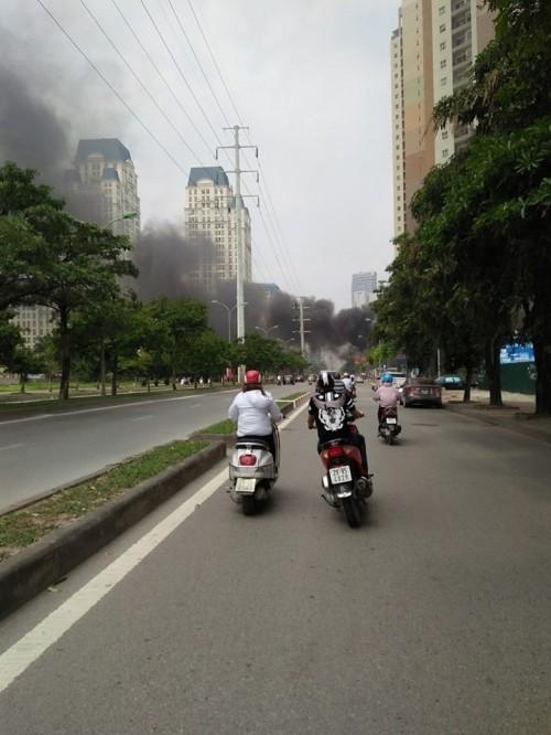 Hà Nội: Hỏa hoạn tại công ty Điện lực, khói đen bao trùm - ảnh 5