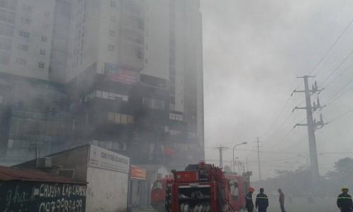 Hà Nội: Hỏa hoạn tại công ty Điện lực, khói đen bao trùm - ảnh 7