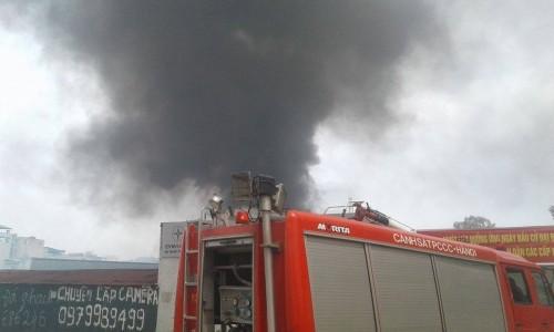 Hà Nội: Hỏa hoạn tại công ty Điện lực, khói đen bao trùm - ảnh 8