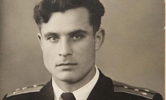 Phút 'cúi đầu' của người lính Nga cứu thế giới khỏi thảm họa hạt  - ảnh 1