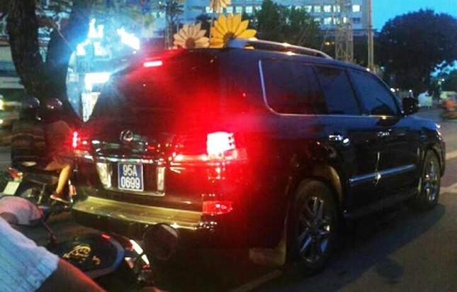 Phó chủ tịch đi xe Lexus: Hãy để cơ quan chức năng làm rõ - ảnh 1